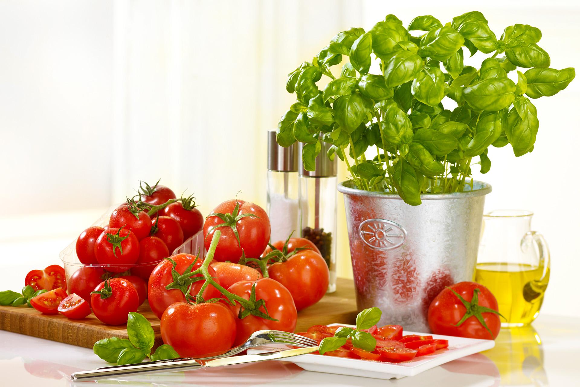 Fotodesign-matthias-schütz-tomaten-basilikum-1920pix